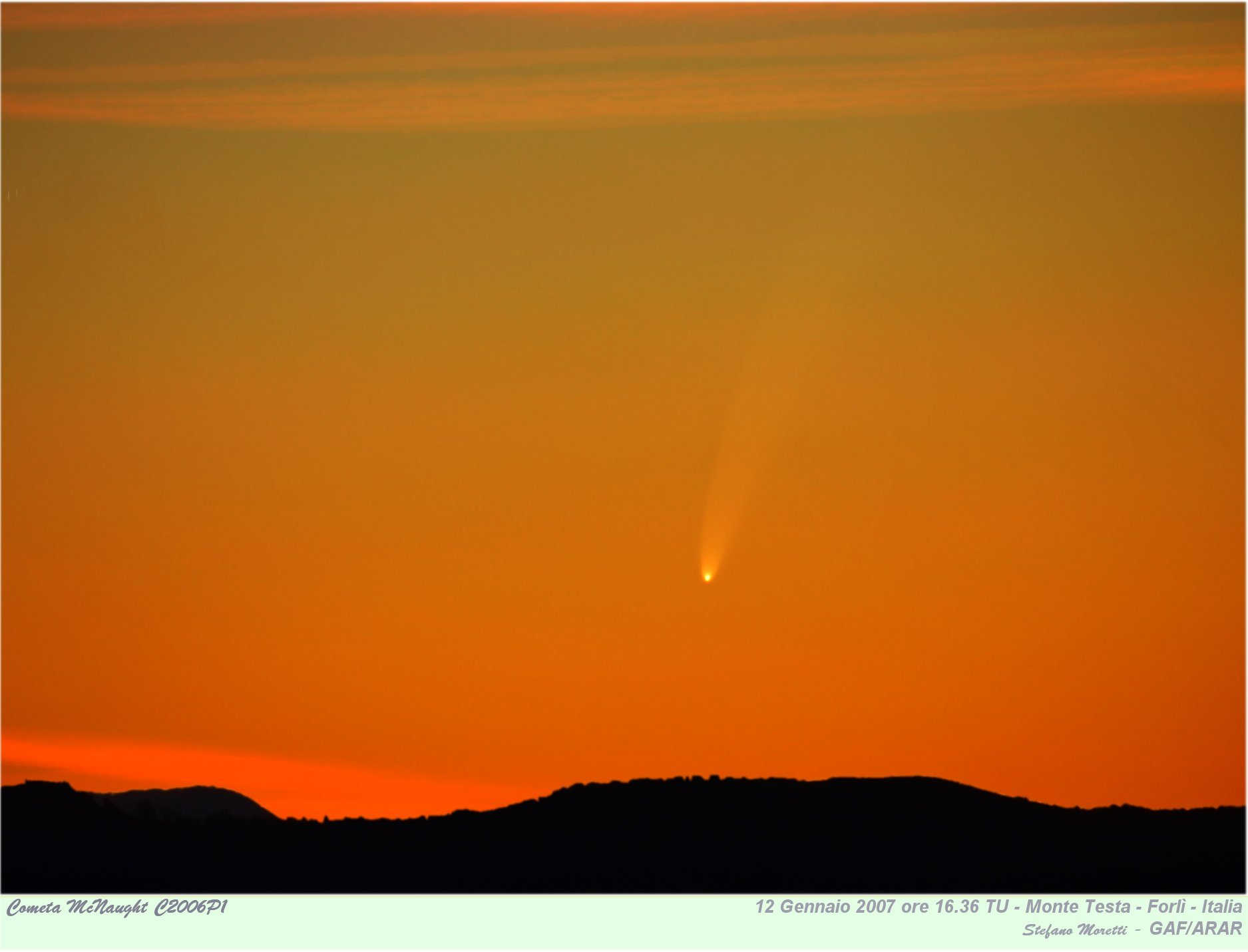 Comet_mcnaught_20070112_tramonto_scritte.jpg (125152 byte)